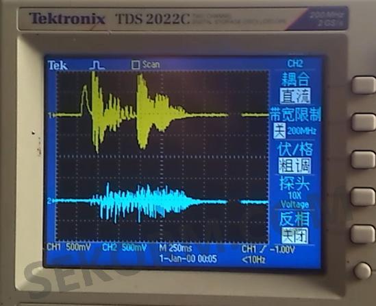 语音芯片输出(黄色)和喇叭(蓝色)示波器信号